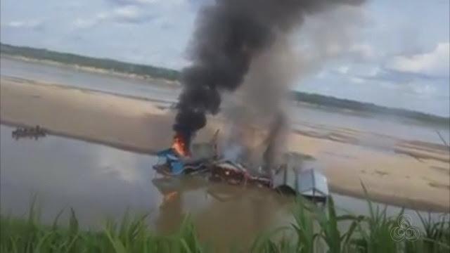 Balsas e equipamentos destruídos e queimados pela fiscalização - espetáculo desnecessário