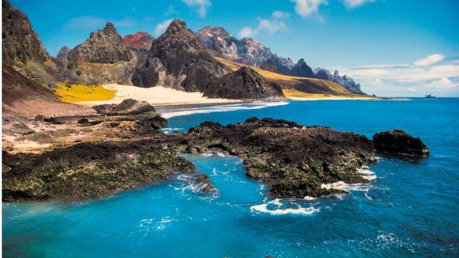 Pesquisadores estudaram a cordilheira submersa entre Vitória e a ilha de Trindade, a 1.200 km do continente; ela é composta por 30 montes submarinos de origem vulcânica (crédito: João Luiz Gasparini/Divulgação)