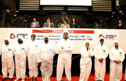 Catadores mineiros presentes nos debates sobre os resíduos sólidos.