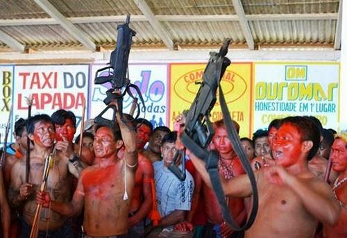 índios armados pelas FARC colombianas, no Brasil...