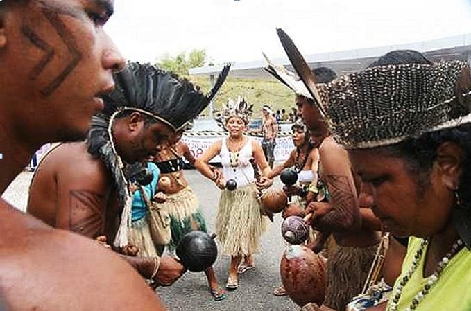 Índios tuxás foram removidos de suas terras para a construção da hidrelétrica de Itaparica, no rio São Francisco.