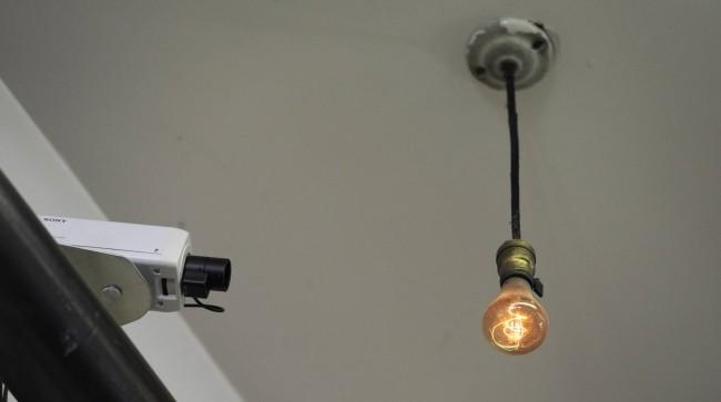 A lâmpada acesa mais antiga do mundo, numa central dos Bombeiros de Livermore, na Califórnia (John G Mabanglo)