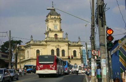 Igreja Matriz (ao centro), ponto de referência no Largo Treze. Região terá a primeira zona de restrição a carros em São Paulo. (Foto: Laerte Martins/Flickr)
