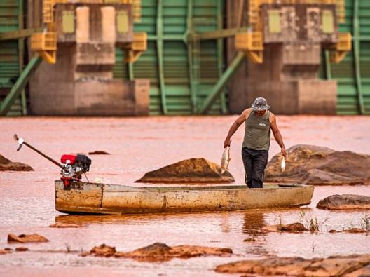 Fotógrafo registra imagens dos impactos da lama da Samarco (Foto: Leonardo Merçon/ Últimos Refúgios -2015)