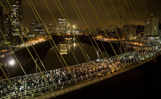 Manifestações de junho de 2013 em São Paulo - o fantasma voltou para puxar a perna do regime (foto - uol)