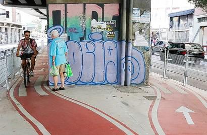 Pedestres versus ciclofaixas - um conflito que não deveria existir, se houvesse planejamento