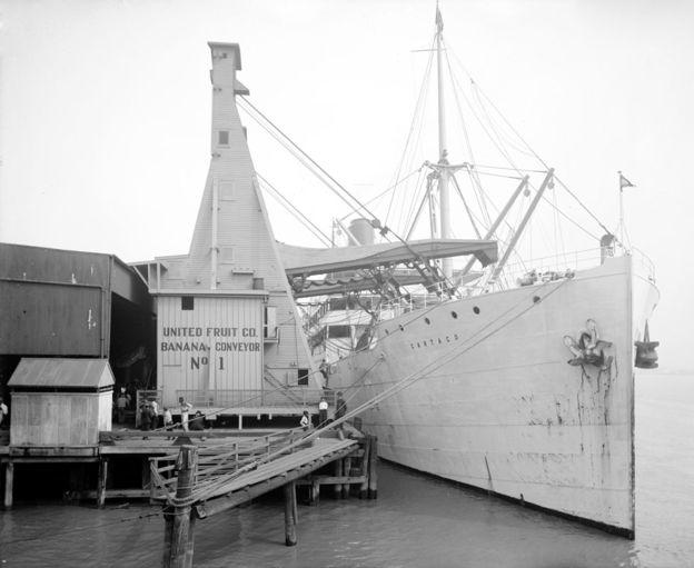 Navio com bananas da United Fruit Company; além de revolucionar transporte de alimentos, refrigeração também permitiu avanços na saúde