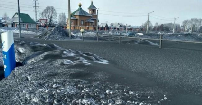 Regiao da Sibéria está coberta por um manto de neve negra tóxica