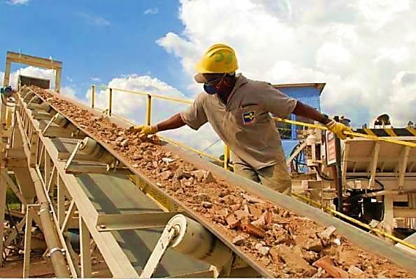 75% dos resíduos da construção civil são gerados pelas obras particulares ou informais (Imagem retirada da Internet)