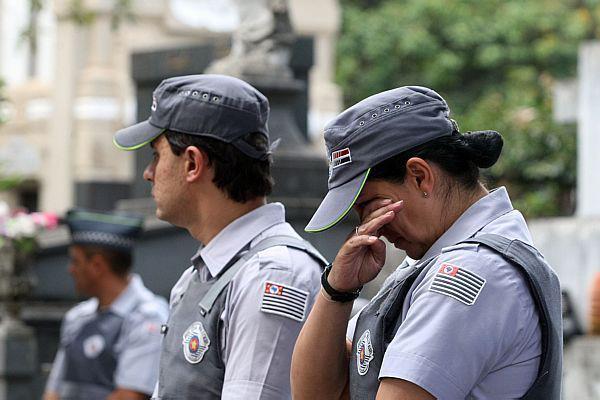 Enterro de PM morto no exercício da profissão em São Paulo.
