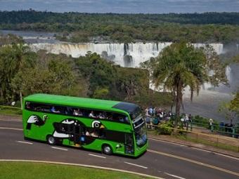 """Ônibus """"double deck"""" do Parque Nacional das Cataratas do Iguaçú (foto), última novidade de um parque com muitas passarelas e poucas trilhas na mata. (Imagem: Reprodução/Portal Brasil Caminhoneiro)"""