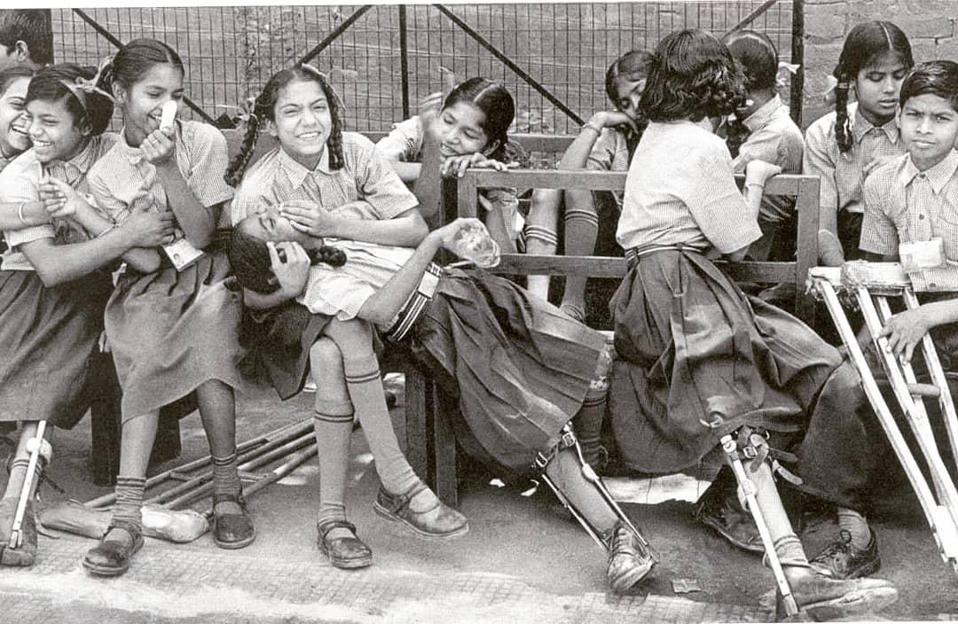 Foto dos anos em que a pólio era algo do cotidiano na infância brasileira