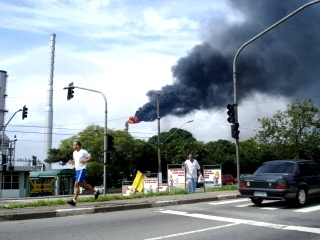 Fumaça preta  preocupa moradores e setores ambientais e de saúde.