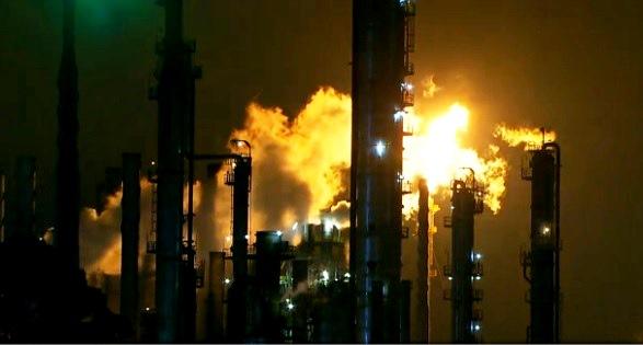 Polo petroquímico de Mauá lança diariamente gases poluentes que põe em risco a saúde da população vizinha à área.