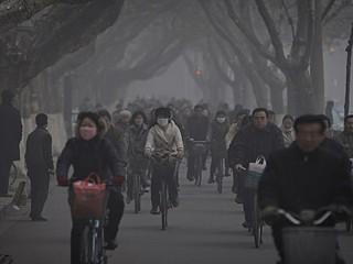 Foto emblemática dos efeitos da poluição do ar na China. Situação  gera protestos dentro do país (Imagem: Reprodução/Internet)