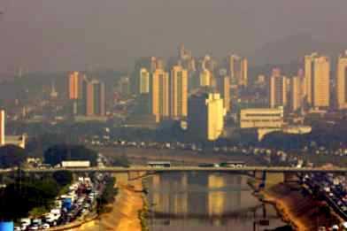 Emissão de gases poluentes nas cidades - imagem reproduzida da interbet