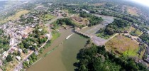 Foto aérea mostra poluição da água em ponto de captação na ETA do Rio Guandu na Baixada Fluminense Imagem: Divulgação/Comitê Guandu