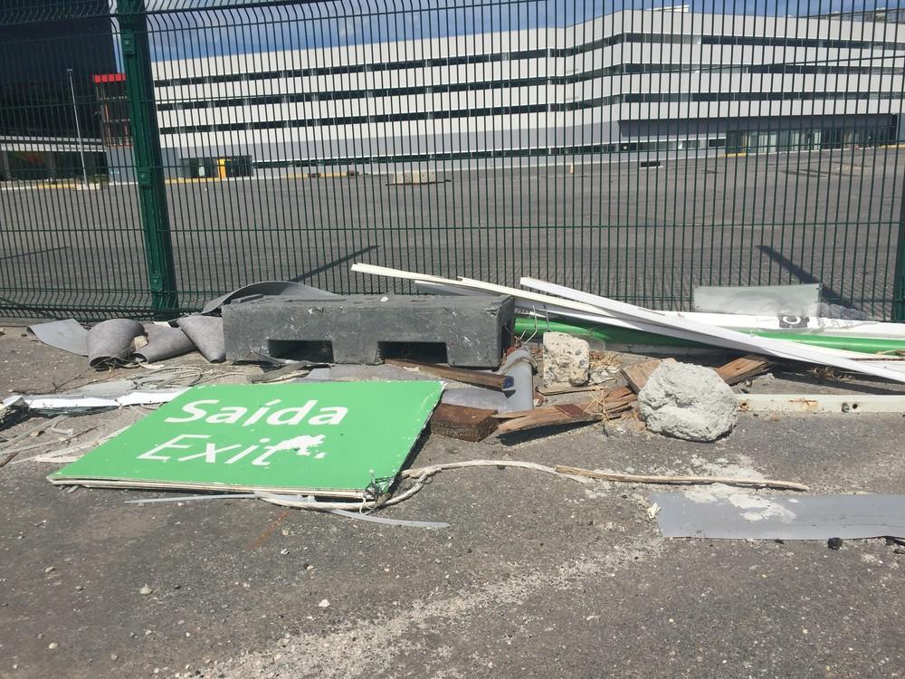 Prefeitura prometeu acionar Comlurb para retirar restos de materiais utilizados na Rio 2016 (Foto: Flávio Dilascio)