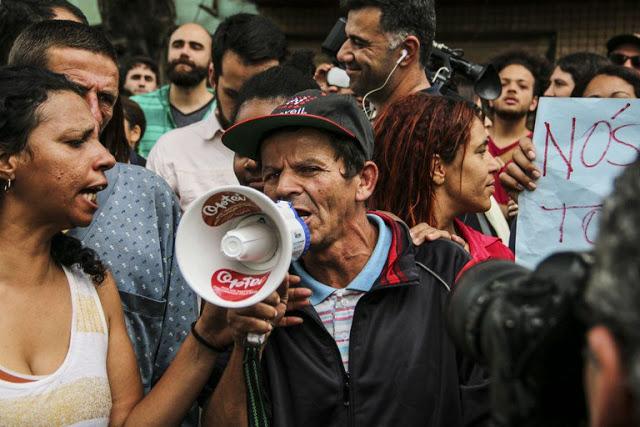 Morador de rua protesta na Cracolândia