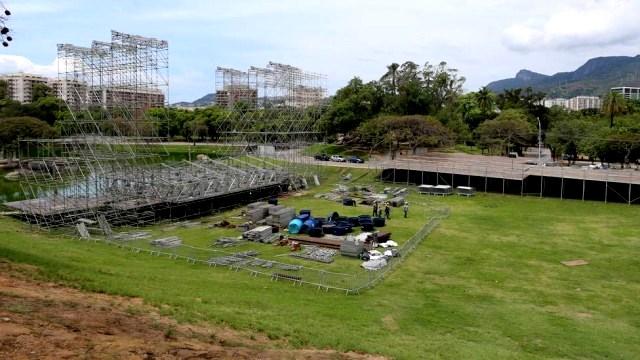 Uma gigantesca estrutura estava sendo montada no parque para receber três palcos e pistas de dança Foto: Fabiano Rocha / Extra Leia mais: http://extra.globo.com/noticias/rio/mpf-move-acao-contra-realizacao-de-festa-rave-na-quinta-da-boa-vista-20232138.html#ixzz4MdFgrSzg