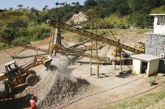 Entulho é reciclado em uma das três unidades de reciclagem de Belo Horizonte (foto). 112 toneladas de entulho foram reciclados só em 2012. (Imagem: Divulgação/PBH)