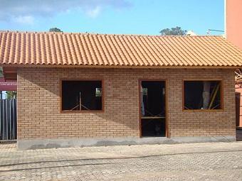 Casa feita com blocos de entulho reciclado(foto). Imagem: Reprodução/Internet