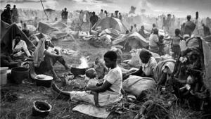 Campo de refugiados do conflito em Ruanda, nos anos 90:após 20 anos, situação do continente segue dramática e sem sinais de mudança para melhor   Fotos: Divulgação