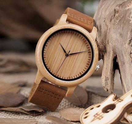Exemplo relógio feito de madeira e bambu. Fonte: MafiaWood.