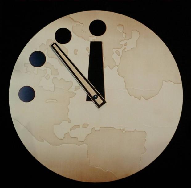 O Relógio do Apocalipse é um relógio simbólico mantido desde 1947 pela Universidade de Chicago. Quanto mais se aproxima de meia-noite, maiores são as ameaças globais. (Scott Olson - Getty)