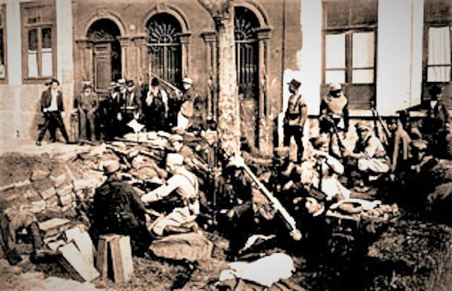 Soldados e insurgentes entricheirados no bairro do Pari - 1924