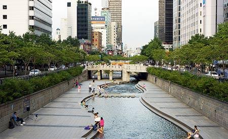 Os 5,8 km do rio que corta metrópole foram revitalizados em apenas quatro anos (Foto: longzijun)