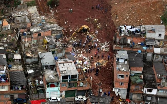 Deslizamento de terra na zona sul de São Paulo.