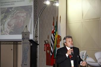 Advogado ambientalista Horácio Peralta (foto) durante a palestra realizada na tarde de ontem. Imagem: Divulgação/RWM Brasil