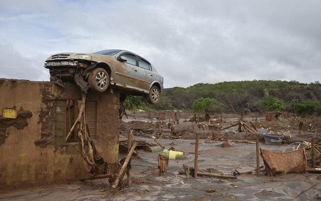 Estragos no distrito de Bento Rodrigues após rompimento da barragem de Fundão de mineradora da Samarco, em Mariana (Douglas Magno/O Tempo/AE)