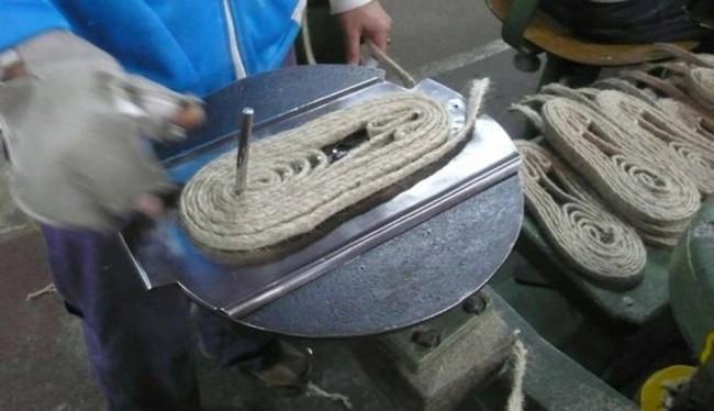 Sandálias já eram produzidas de modo quase sustentável, segundo empresários (Foto: Industry of All Nations)