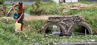 obras viram ruínas antes de concluídas