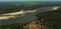Aldeia de Santa Isabel, no Rio Araguaia sai a floresta, fica o pasto - foto de Lilian Brandt