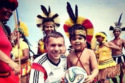 Podolski e os pataxós
