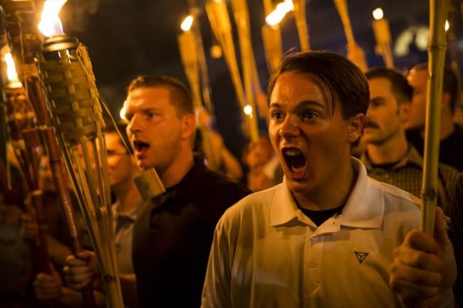 Supremacistas em Charlottesville - nazismo antipatriótico...