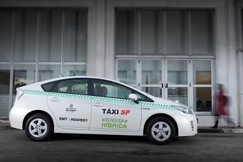 """Modelo híbrido Toyota Prius, o """"carro verde"""" mais vendido no mundo (foto) integra frota paulistana de táxis desde janeiro. Imagem: Reprodução/Internet."""