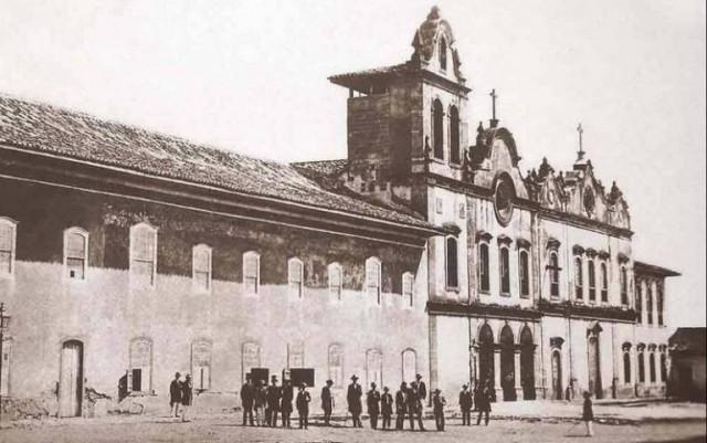 A fachada da Igreja da Ordem 3ª do Seráfico São Francisco, a primeira da direita para a esquerda, na foto, ainda está exatamente como Tebas a executou, em 1783.