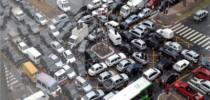 Trânsito em cruzamento da Avenida Faria Lima, zona sul de São Paulo.