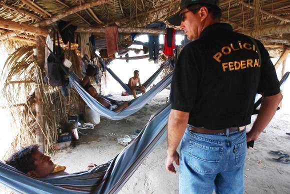 Polícia Federal resgata trabalhadores de regime escravo em fazendas no interior da região Norte.