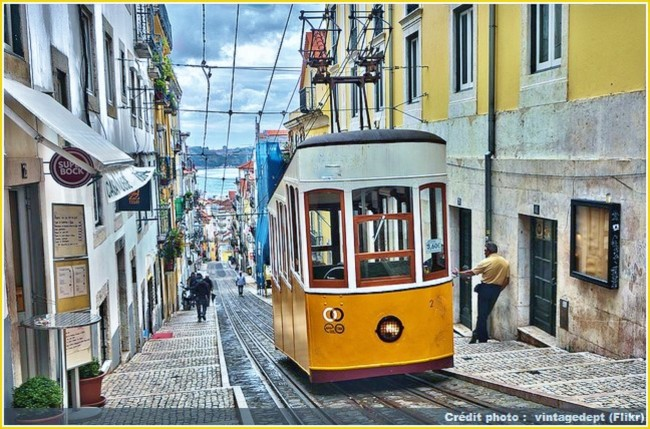 tram-jaune-lisbonne-lisboa