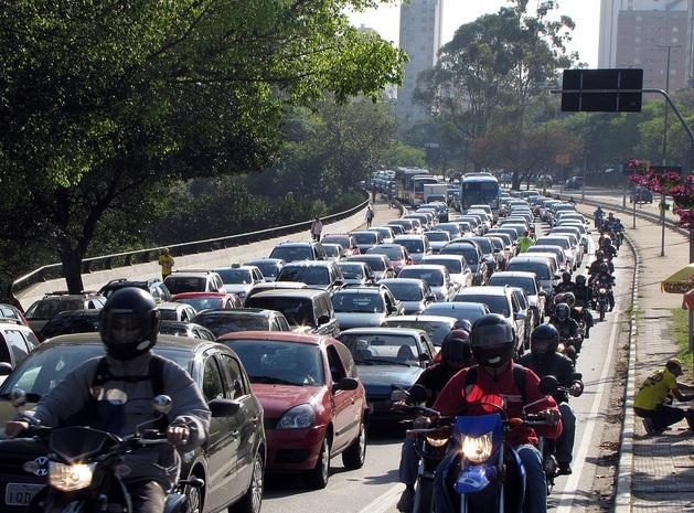transito-motos-encontro
