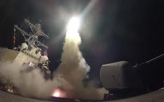Navio americano lança mísseis em direção à Síria