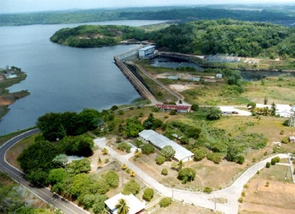 Usina hidrelétrica Coaracy Nunes, que abastece o Amapá