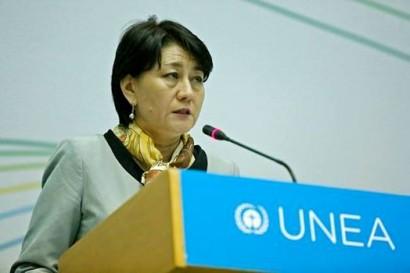 Ministra do Meio Ambiente e Desenvolvimento Verde da Mongólia, Oyun Sanjaasuren, presidindo a UNEA.