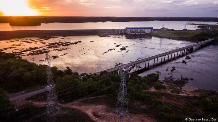 A usina hidrelétrica de Ferreira Gomes, perto da cidade de mesmo nome, é uma das três geradoras privadas no Amapá