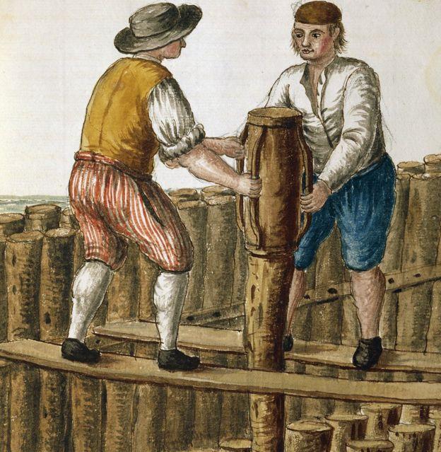 Colocação de cimento sob a fundação de madeira em Veneza, na ilustração de Jan van Grevenbroeck (1731-1807)(Getty Images)